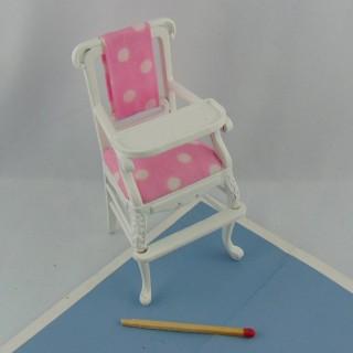 Kleiner hoher Stuhl Puppe 9,5 cm.