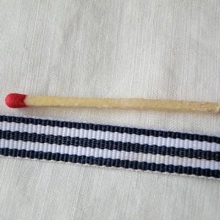 Streifen Sie 1 cm gestreiften Ripsband.
