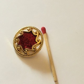 Big red-footed haute couture button 27 mm