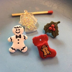 4 Christmas decoration buttons