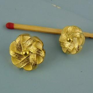 Bouton doré haute couture àpied 17 mm