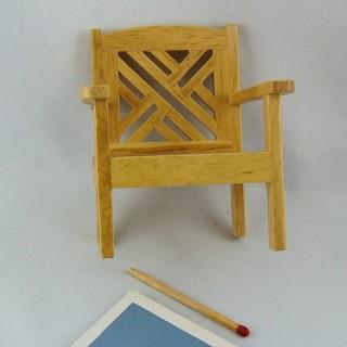 Silla de casa de muñecas de madera en miniatura