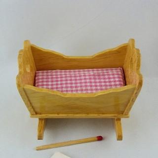 Berceau miniature balancelle maison poupée