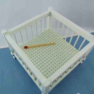 Miniature playpen doll house 9 cm