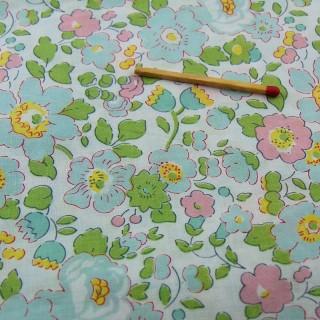 Coupon de coton liberty à fleurs largeur 90x50 cm