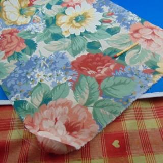 Coupon coton à grosses fleurs 25x40 cm