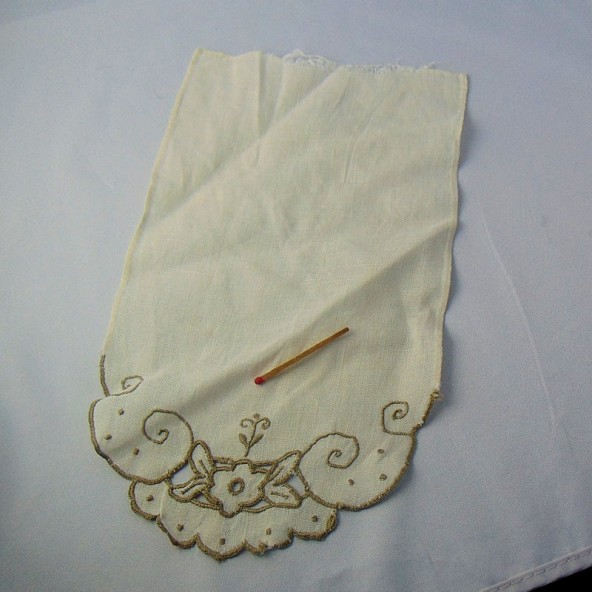 Linen napperon embroidered on one side 28x 16 cm