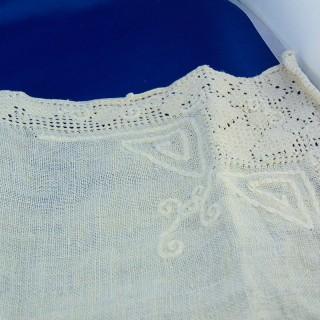 Viejo napperon bordado a mano 28 x 28 cm
