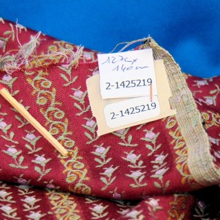Coupon ancien en satin épais ameublement 130 x 140 cm