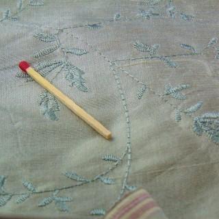 Coupon ancien en soie brodée 140cm x 95 cm