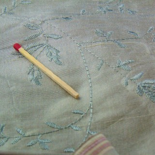 Cupón de seda bordado antiguo 140cm x 95cm