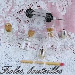 Fioles, minis bouteilles en verre.