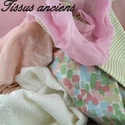 Tissus anciens habits poupée.