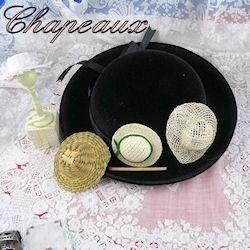 Chapeaux.