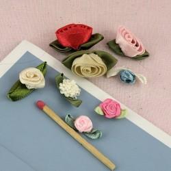 Flores en tejido con pétalos.